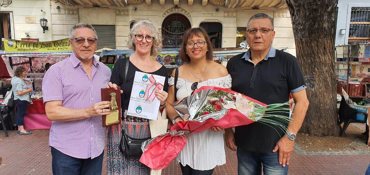 8-3-2020. El Sol de San Telmo recibió La Mano de la Amistad, distinción que entrega la Feria de San Telmo, en reconocimiento a nuestro amor por el barrio y la defensa de los valores tangibles e intangibles que lo caracterizan.